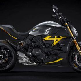 Ducati_Diavel_1260S_Black_and_Steel_2022_01