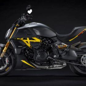 Ducati_Diavel_1260S_Black_and_Steel_2022_02