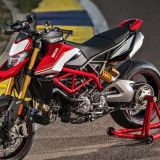 01-ducati-hypermotard-939-sp-action